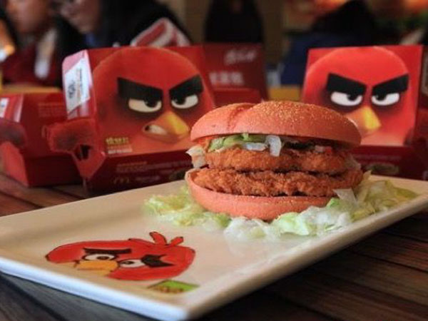 Sambut Perilisan 'The Angry Birds Movie', McDonalds Keluarkan Menu Burger Merah dan Hijau