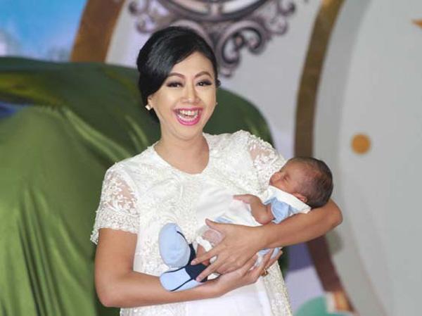 Curhat Mengejutkan Asri Welas Soal Bayi 5 Bulannya yang Sakit Katarak