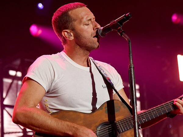 Ramai Virus Corona, Chris Martin dan John Legend Gelar Konser Live Streaming