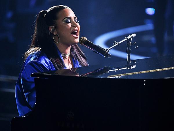 Demi Lovato Nyanyikan Lagu untuk Donald Trump di Billboard Music Awards 2020