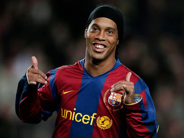 Ronaldinho Akhiri Karier Sebagai Pemain Sepak Bola Profesional