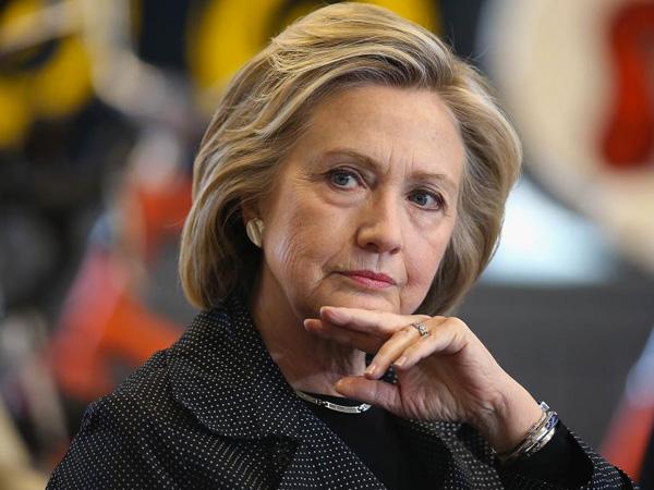 Kalah dari Donald Trump, Hillary Clinton Menangis dan Salahkan FBI
