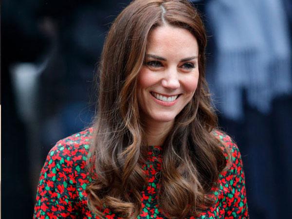 Serba Floral, Begini Gaya Fashion Stunning Kate Middleton untuk Sambut Natal