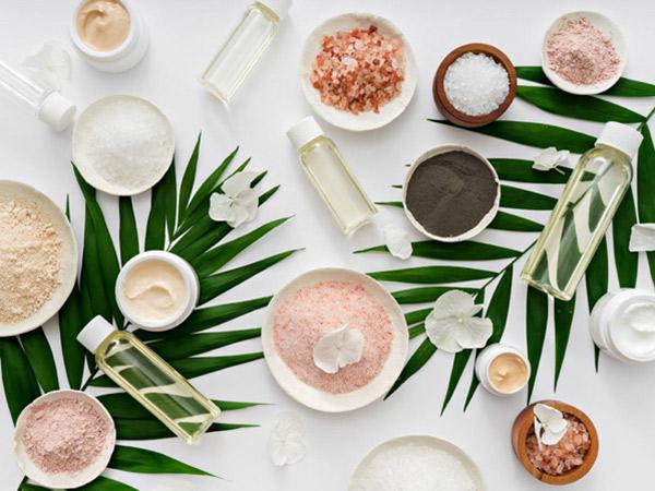 Di Balik Tren Skincare dan Makeup Berbahan Alami yang Ajaib untuk Kulit