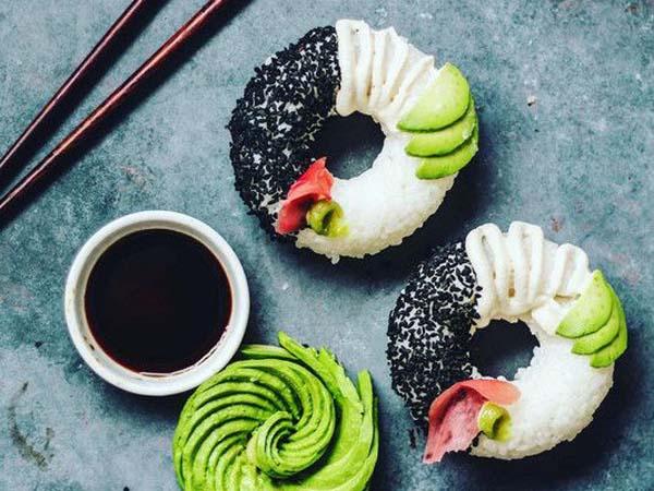 Punya Bentuk Unik, Sushi Donat Ini Jadi Viral!