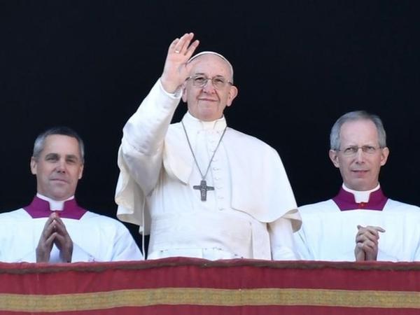 Pesan 'Urbi et Orbi' Paus Fransiskus di Hadapan Puluhan Ribu Umat Katolik Pada Natal 2017