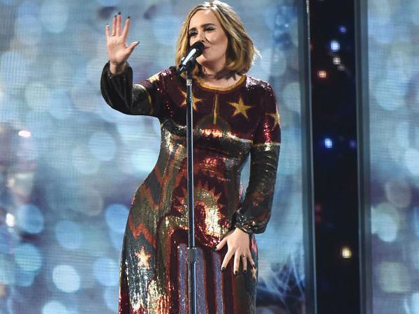 Cantiknya Gaun yang Dikenakan Adele Saat Hadir dan Tampil di Ajang 'Brit Awards 2016'