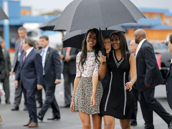 Temani Sang Ayah Bertugas, Begini Gaya Modis Sasha dan Malia Obama