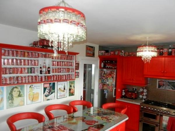 Terobsesi, Wanita Ini Buat 'Museum' Coca-Cola di Rumahnya!