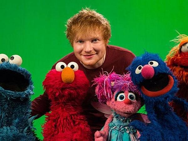 Gemasnya Saat Ed Sheeran Tampil Bareng Para Boneka 'Sesame Street'