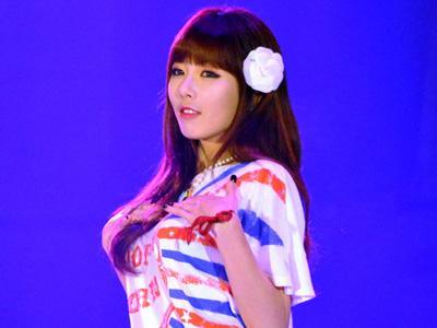 Tampil di 'Pool Party' Khusus Dewasa,  HyunA 4Minute Pamer Bikini!