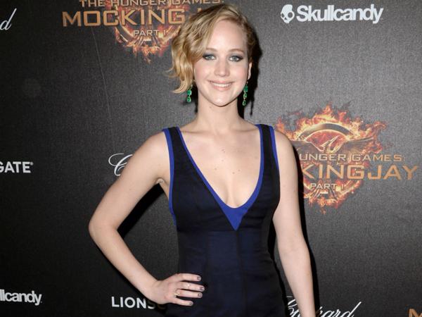 Setelah Dipaksa Bernyanyi, Lagu Debut Jennifer Lawrence Sukses Masuk Chart Musik!