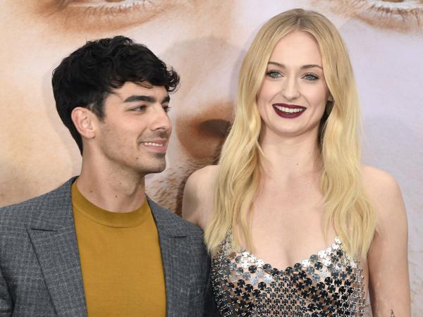 Joe Jonas dan Sophie Turner Bakal Gelar Pesta Pernikahan di Paris?