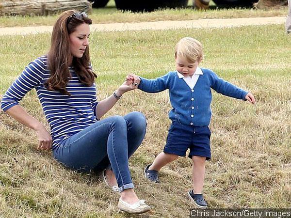 Sang Adik Sudah Enam Minggu, Kini Pangeran George Kembali Dimanja Sang Ibu!