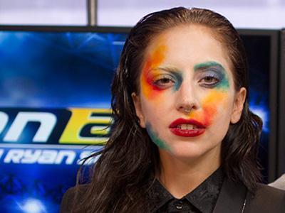 Wow, Lady Gaga Pakai Baju Michael Jackson Saat Rekaman Album 'Artpop'!