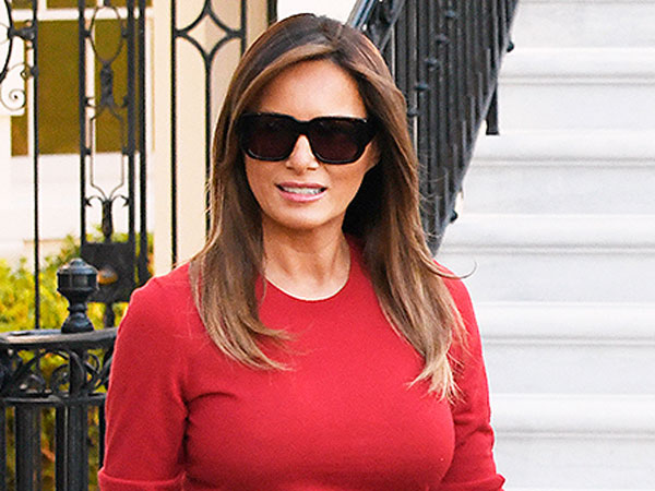 Pesona Ibu Negara Melania Trump Walau Pakai Sepatu dari Kertas Bekas
