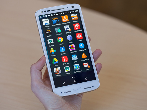 Tunjukkan Punya Smartphone Berlayar Tangguh, Motorola Pecahkan Galaxy S7 dan iPhone 6