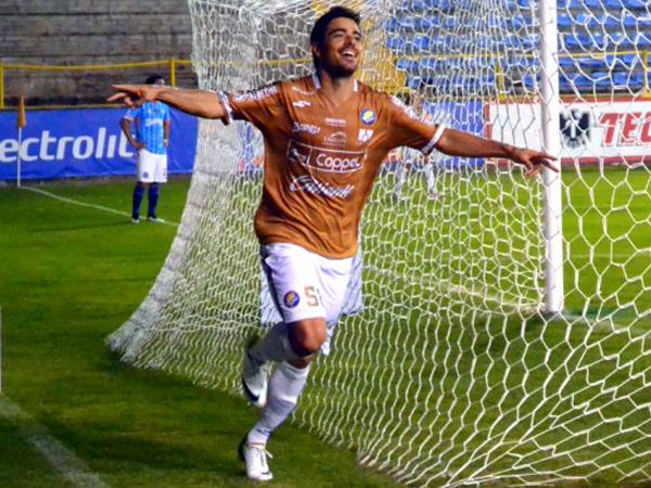 Pemain Liga Meksiko Ini Cetak Gol dengan Cara Teraneh di Dunia