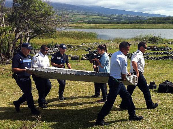 Puing Ditemukan Hangus, Pesawat Malaysia Airlines MH370 Diduga Terbakar Sebelum Hilang?