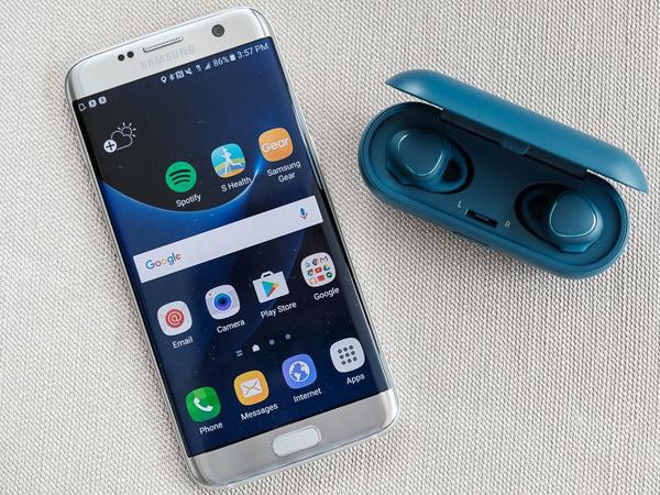 Samsung Dikabarkan Bekali Galaxy S8 dengan Earphone Nirkabel, Tiru AirPods iPhone?
