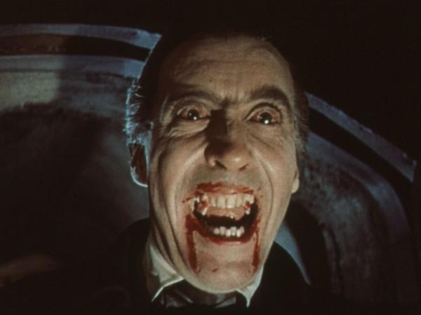 Hii.. Kerangka 'Vampir' Ini Ditemukan Terkubur dengan Celurit dan Batu