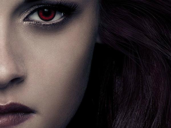 Perempuan Asal Finlandia Putuskan Pasang Taring Hingga Hisap Darah Karena Terobsesi Pada Vampir