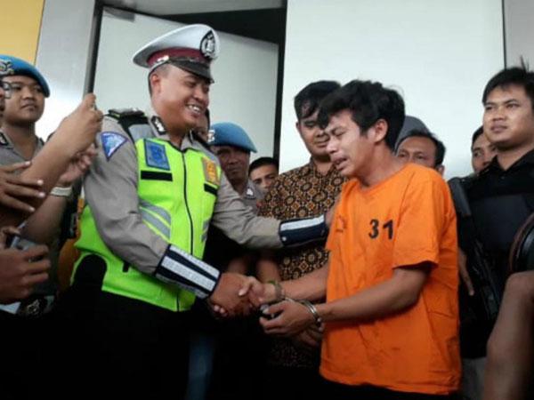 Air Mata dan Permintaan Maaf Adi Sang Pembanting Motor Saat Ditilang Polisi