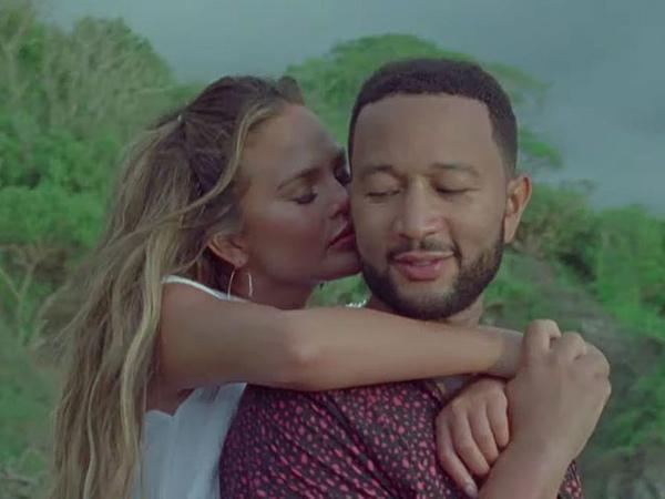 Chrissy Teigen Umumkan Kehamilan Lewat Video Musik 'Wild' John Legend