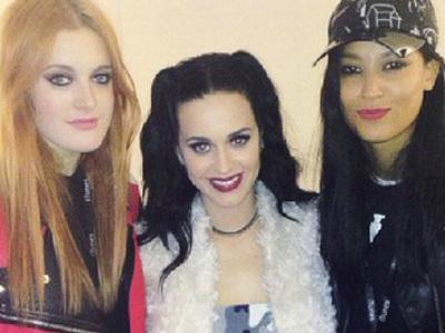 Icona Pop Gabung dengan Katy Perry di 'Prismatic World Tour 2014'!