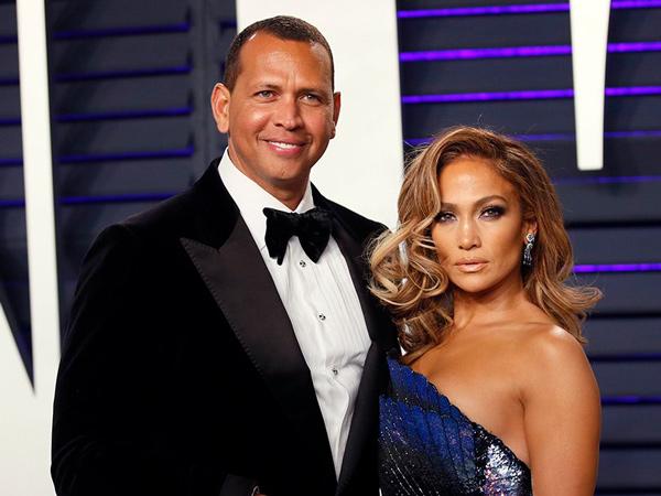 Resmi Tunangan, Jennifer Lopez Pamer Cincin Tunangan Seharga 14,2 M