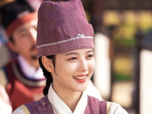 Kim Yoo Jung Semangat Ikuti Kompetisi Melukis di Episode Terbaru 'Lovers of the Red Sky'