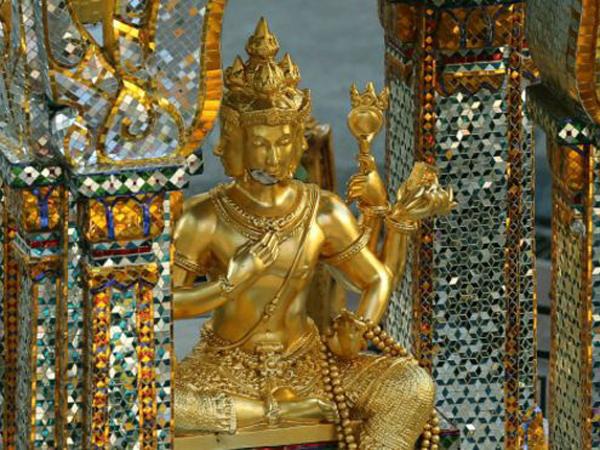 Pasca Ledakan, Kuil Erawan di Bangkok Dibuka Kembali untuk Umum
