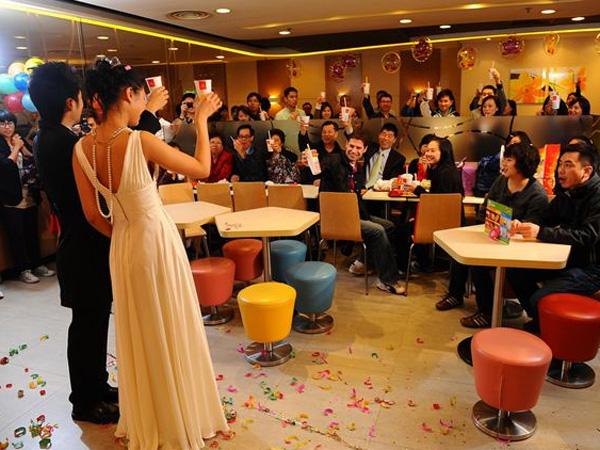 Menikah di McDonald's Kini Jadi Tren di Hong Kong!