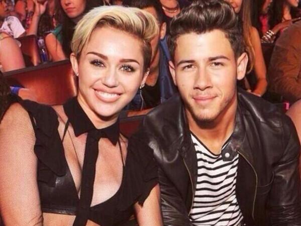 Pernah Pacaran Dengan Miley Cyrus, Nick Jonas Menyesal?