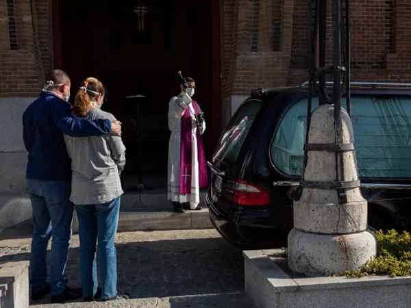 Mengintip Prosesi Pemakaman Drive-Thru di Spanyol yang Terjadi Tiap 15 Menit Sekali