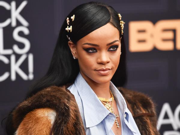 Mantan Penari Latarnya Menghilang, Rihanna Panik dan Minta Bantuan Lewat Instagram
