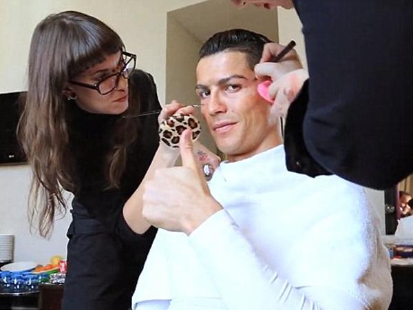 Hibur Warga Madrid, Ronaldo Menyamar Jadi Gelandangan Tua yang Jago Sepakbola