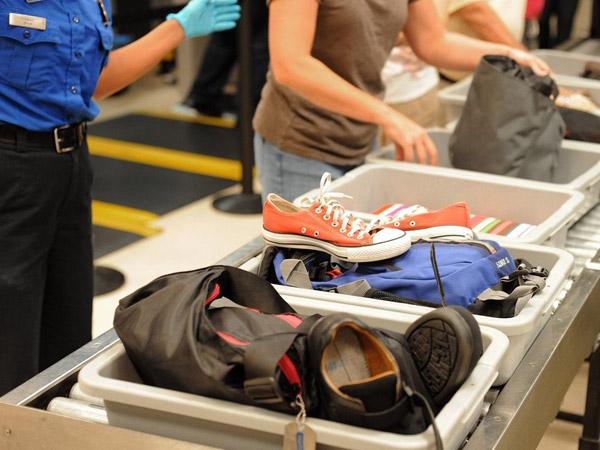 Begini Aturan Jelas Calon Penumpang Wajib Lepas Beberapa Barang di Pemeriksaan Bandara