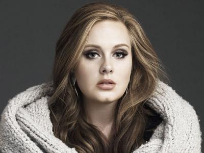 Adele Sebar Foto Bersama Pria Tanpa Busana