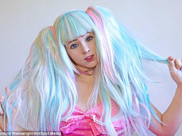 Suka dengan Karakter Anime, Gadis Ini Rela Dandan Ekstrim Setiap Hari