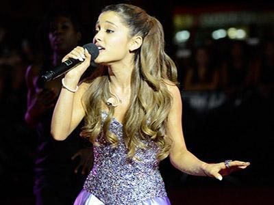 Duh, Ariana Grande Harus Istirahatkan Suaranya!