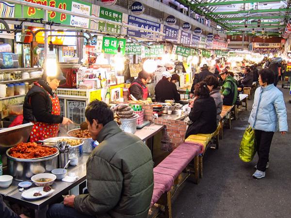 Berwisata Kuliner di Gwangjang Market, Pasar Tradisional Pertama di Seoul