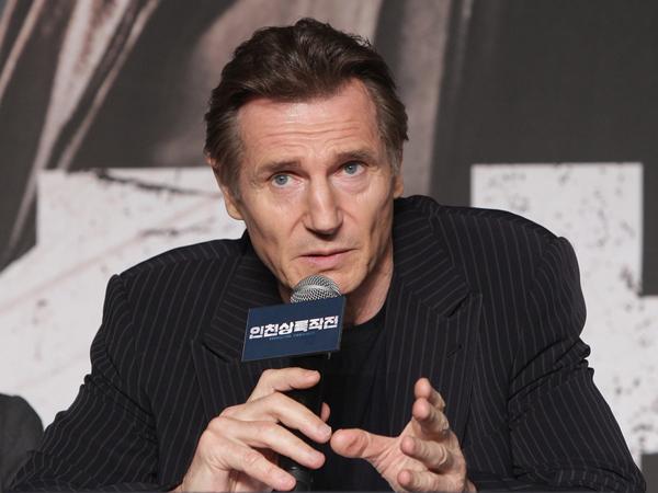 Promosi Film Korea Pertamanya, Aktor Hollywood Liam Neeson Tiru Gaya Fenomenal 'Shy Shy Shy'