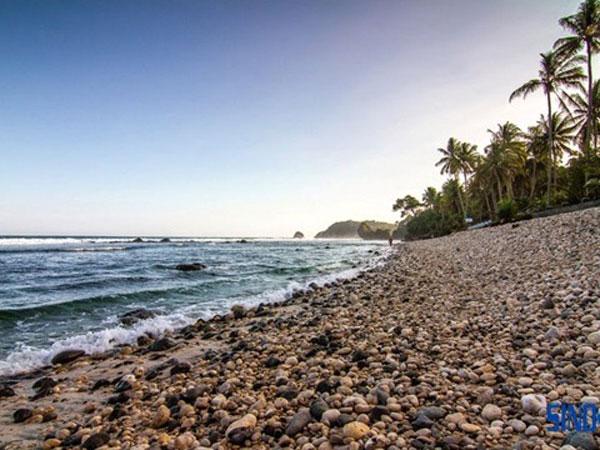 Pantai Pidakan, Pantai Unik Berbatu Kerikil di Pacitan!
