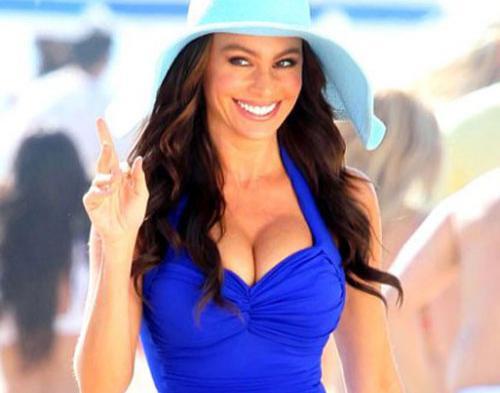 Wanita Seksi Pesaing Kim Kardashian