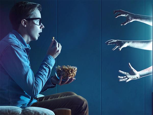 Duh, Nonton Film Horor Sendirian Berbahaya Untuk Kesehatan