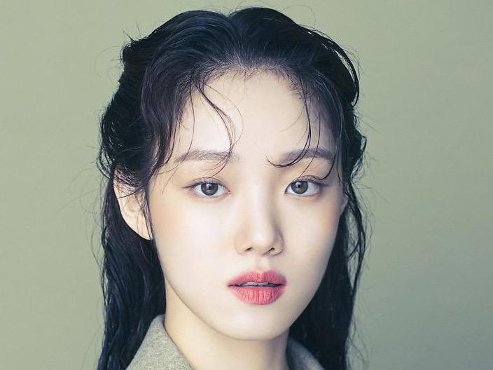 Lee Sung Kyung Cerita Tentang Lawan Trauma Masa Lalu