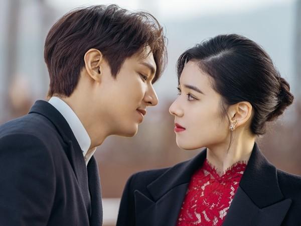 Lee Min Ho dan Jung Eun Chae Unjuk Kedekatan yang Dingin di Drama The King: Eternal Monarch