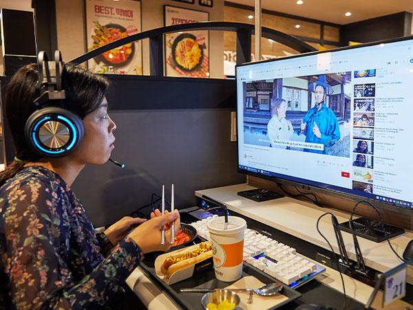 PC-taurant, Makan Enak Sambil Main Gim di Warnet Korea
