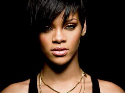 Kebanyakan Dugem, Rihanna Jatuh Sakit